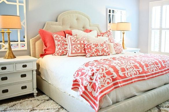 Coral and white mak a guest room look crisp. Credit: www.laylagrayce.com